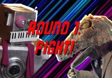 Robot vs Dinosaur Fight | Future Roomies